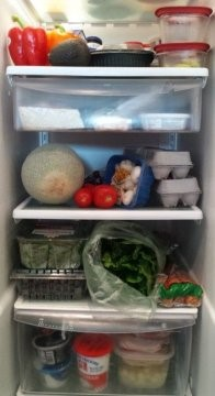 انظر داخل خزانتك أو ثلاجتك لتعرف السبب الرئيسى للنفايات الغذائية