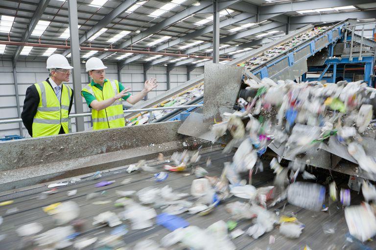 """اعرف المزيد عن عملية """"إعادة تدوير النفايات"""" بالمملكة المتحدة"""