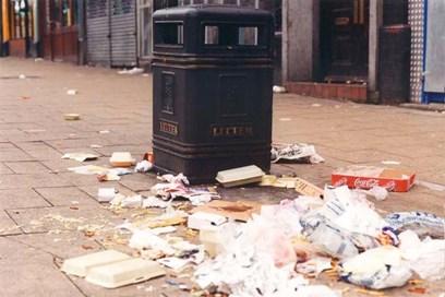"""""""تجمعات القمامة بمثابة مغناطيس لمزيد من النفايات"""" وفقًا لجمعية -حافظوا على بريطانيا مُنظمَة-"""