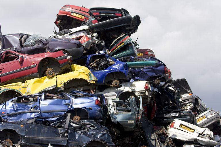 الإتجاهات والفرص والتحديات الأخيرة لإعادة تدوير السيارات