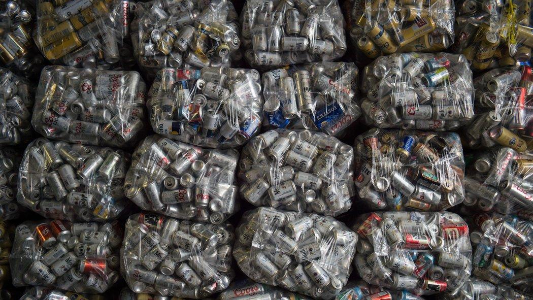 """اعرف المزيد عن صراع نيويورك وجامعي القمامة حول """"كنز النفايات"""""""