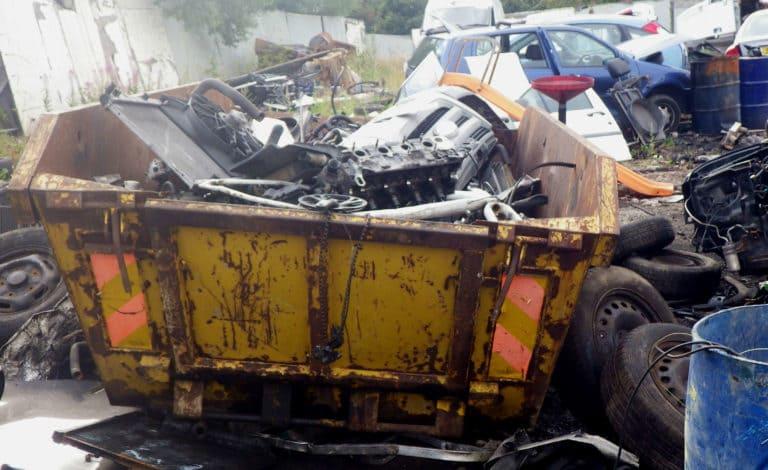 إلغاء التصريح البيئي لأماكن خردة السيارات