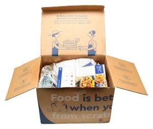 """مجموعة من عُلب وجبات الطعام غير الصالحة تدخل ضمن سلسلة """"إصلاح البلاستيك"""""""