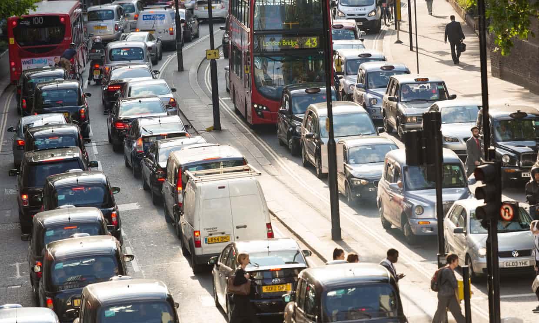 وفقاً لكبير مستشاري المملكة المتحدة فإن السيارات الكهربائية ليست هي الحل لتلوث الهواء