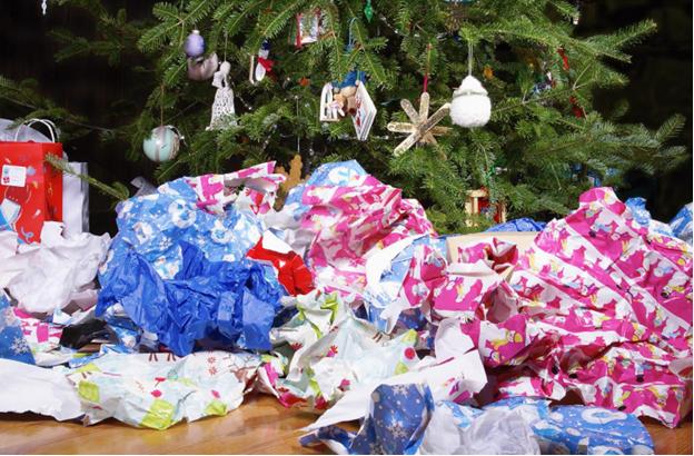 كيف نتخلص من آلاف الأطنان من مخلفات الكريسماس كل عام؟