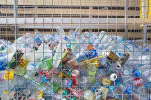 """لوائح كاليفورنيا غير النمطية تضر بمراكز """"استرداد القمامة"""""""