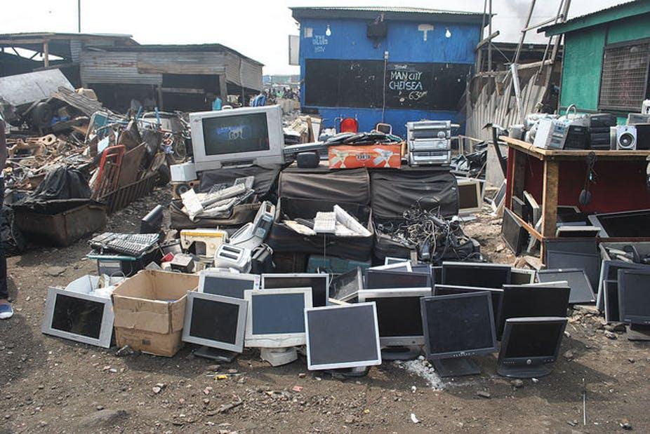 ما وراء إعادة التدوير:  حل مشاكل النفايات الإلكترونية يجب أن يشمل المصممين والمستهلكين