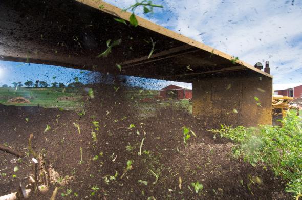 كيف تستطيع المدن تحويل تلال من بقايا الطعام إلى سماد عضوى؟