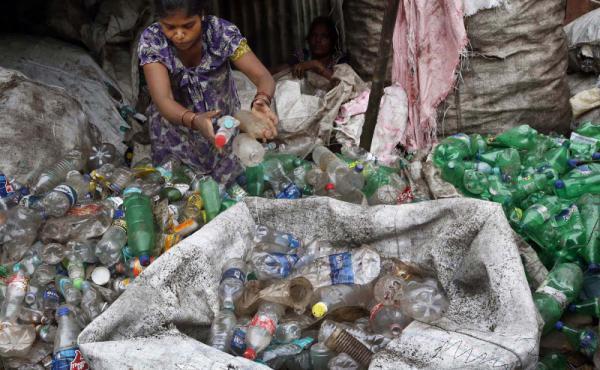 مكسب سوق العمل الخاص بإعادة تدوير الزجاجات حوالي 35 مليار روبية..!