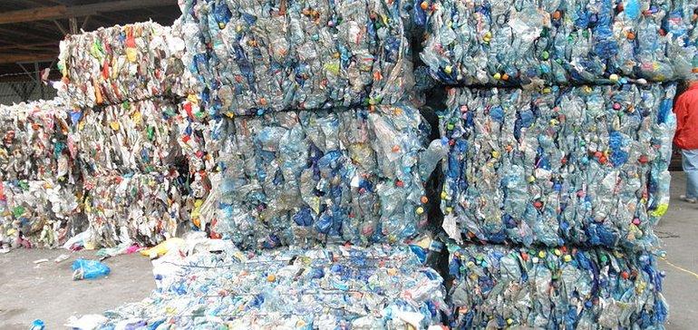 العاملين بإعادة التدوير بأوريغون يقطعون الخدمة بسبب سياسات الاستيراد في الصين