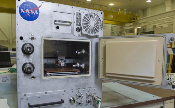 وكالة ناسا: حسنًا! لا مانع من إعادة تدوير المواد البلاستكية بالفضاء.