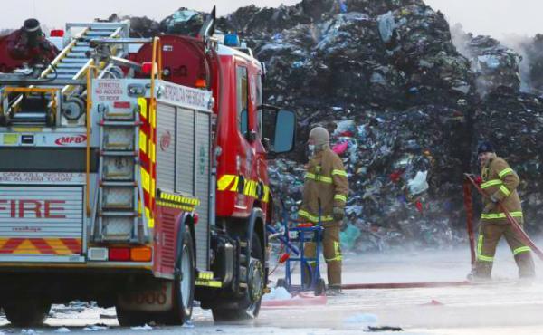 حريق هائل في مركز سكم لإعادة التدوير بإستراليا
