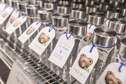 (بريت) تشجع الزبائن على تبديل عن زجاجات المياه أحادية الاستخدام