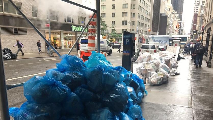 أكياس القمامة مقياس النمو في نيويورك....