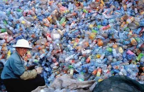 إعادة التدوير الكيميائي للنفايات البلاستيكية إلى منتجات جديدة