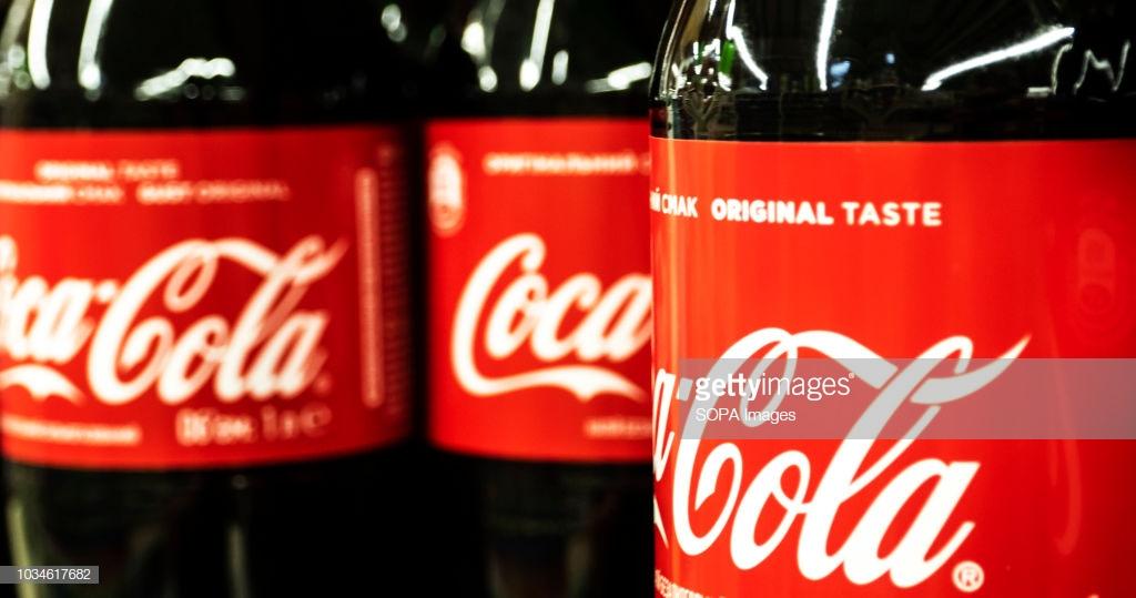 لن تصدق ما تستخدمه شركة كوكاكولا لصناعة الزجاجات الخاصة بها