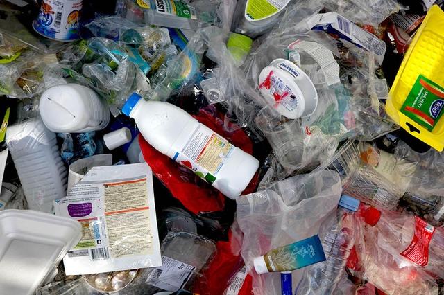 إعادة التدوير للخلق – تبدع ثلاثة بلدان في التعامل مع إدارة النفايات.