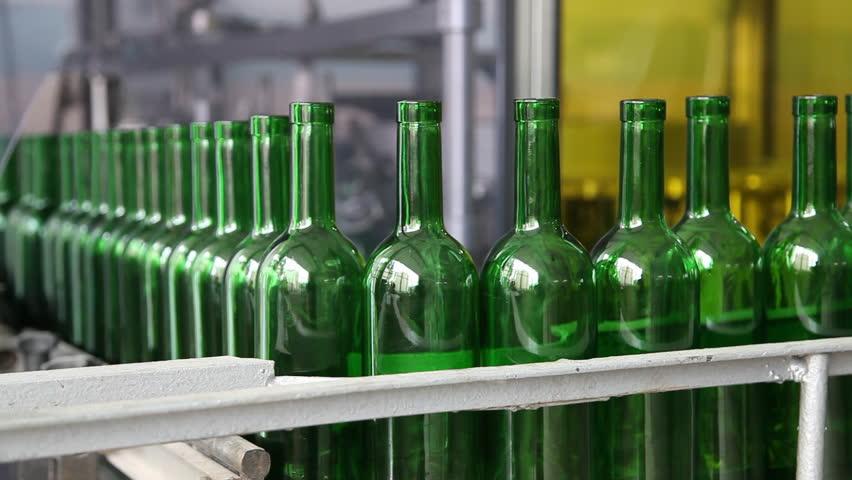 مستقبل القوارير الزجاجية بين إعادة التعبئة وإعادة التدوير