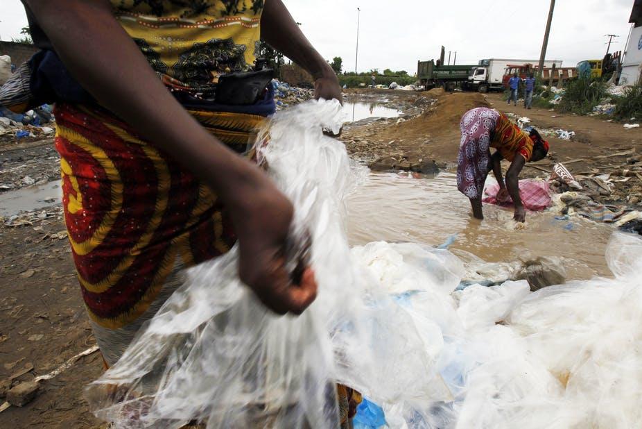 ينبغي أن تركز كينيا على إعادة التدوير، وليس حظر الأكياس البلاستيكية